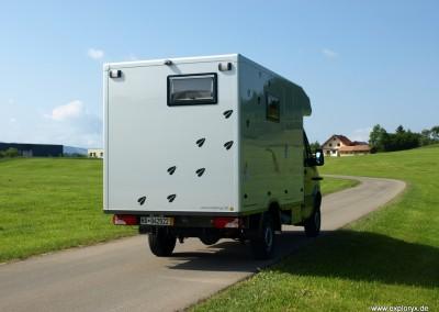 Reisemobil mit Stauraumalkoven