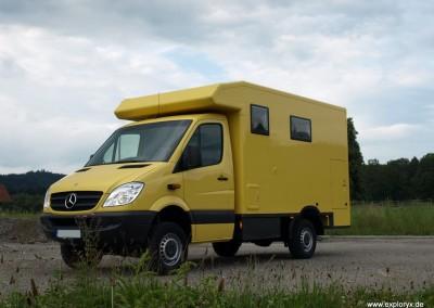 Mercedes Benz Sprinter mit Stauraumalkoven und Motorradgarage