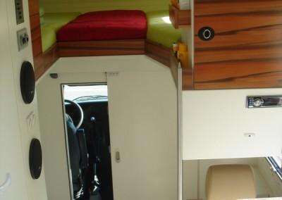 Exklusiver Innenausbau im Wohnmobil (11)