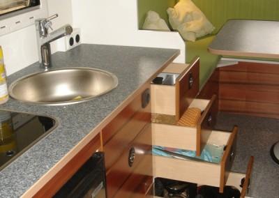 Exklusiver Innenausbau im Wohnmobil (17)