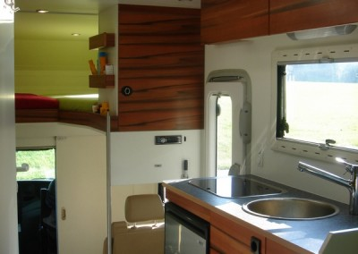 Exklusiver Innenausbau im Wohnmobil (4)