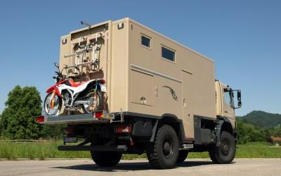 1: Das Motorrad soll am Wohnmobil befestigt werden