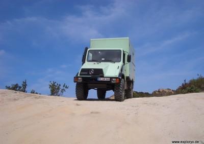 Expeditionsfahrzeug Unimog in Korsika