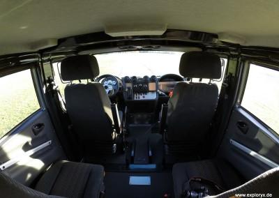 Vier Sitzplätze im Expeditionsfahrzeug
