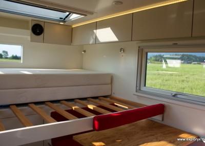 Großes Ausziehbett im Reisemobil